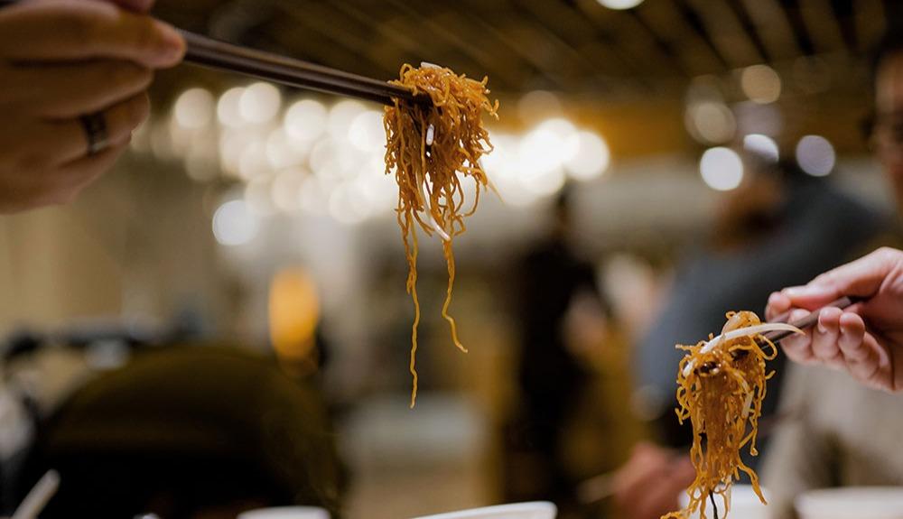 Noodles_eating_unsplash
