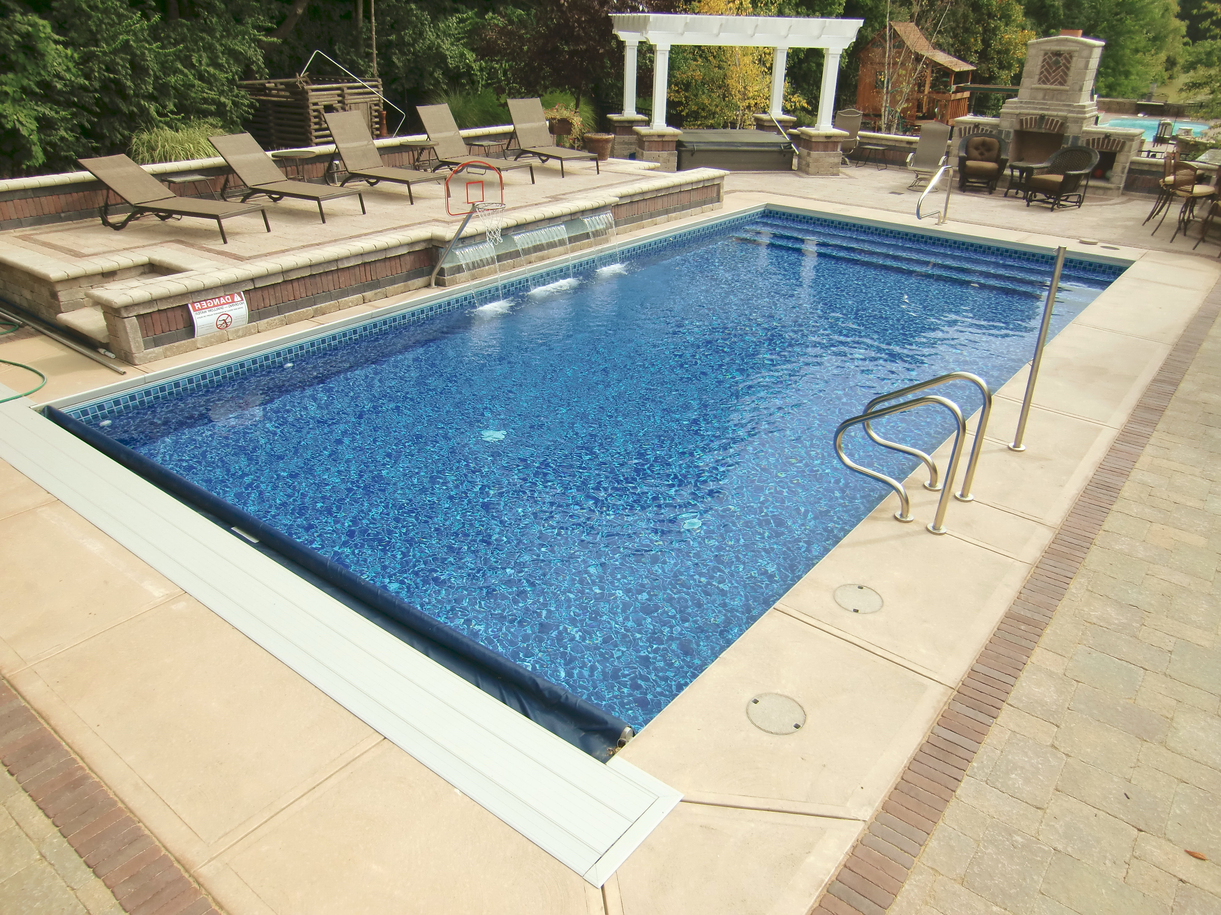 Features for Inground swimming pool liners