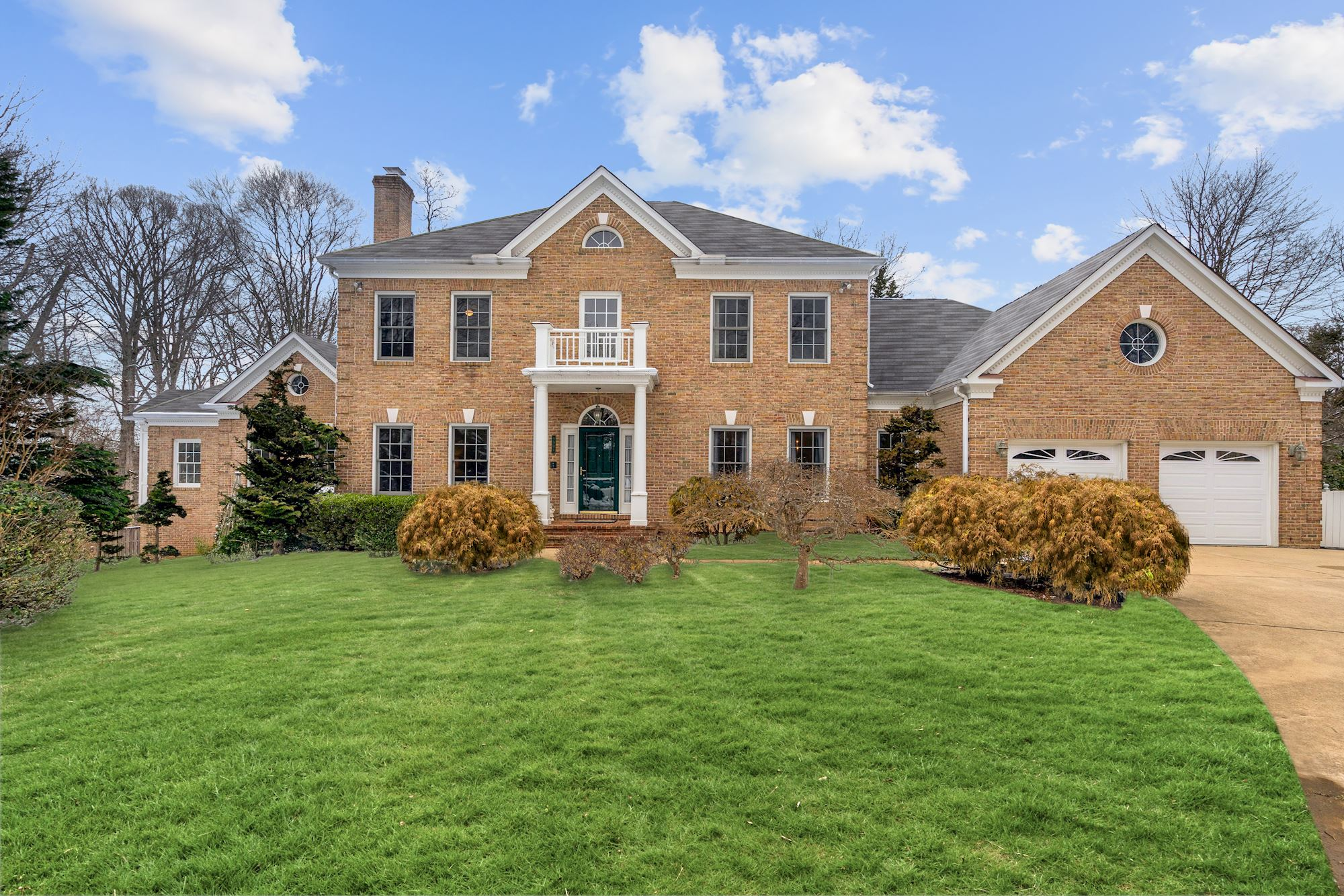 SOLD: Custom Colonial Home With Almost 7000 sqft in Community of Vienna Glen