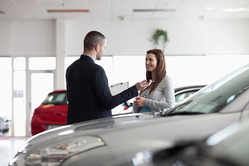 Dealer speaking with a client in a dealership-1