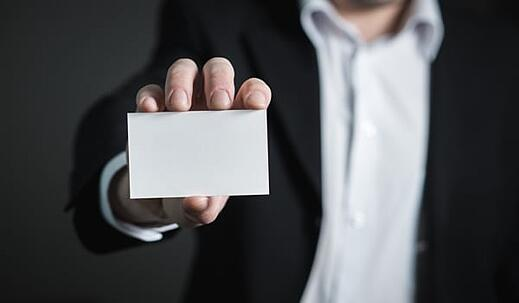 4 Reasons You Should Still Be Handing Out Business Cards