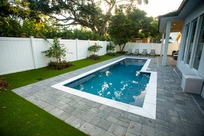 patio artifical turf pool pergola column 9