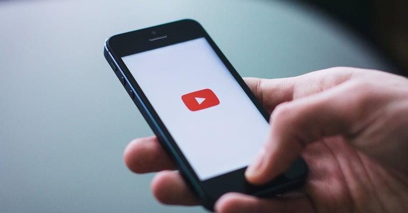 YouTube verwijdert video's van haar platform, mag dat wel?