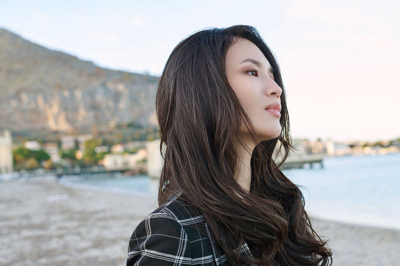 Oriental girl with hair extensions