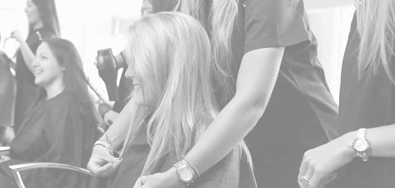 Aplikacja przedłużeń do włosów