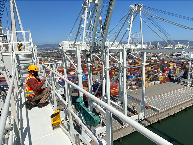 GEC2 Wraps Historical STS Crane Project in Oakland