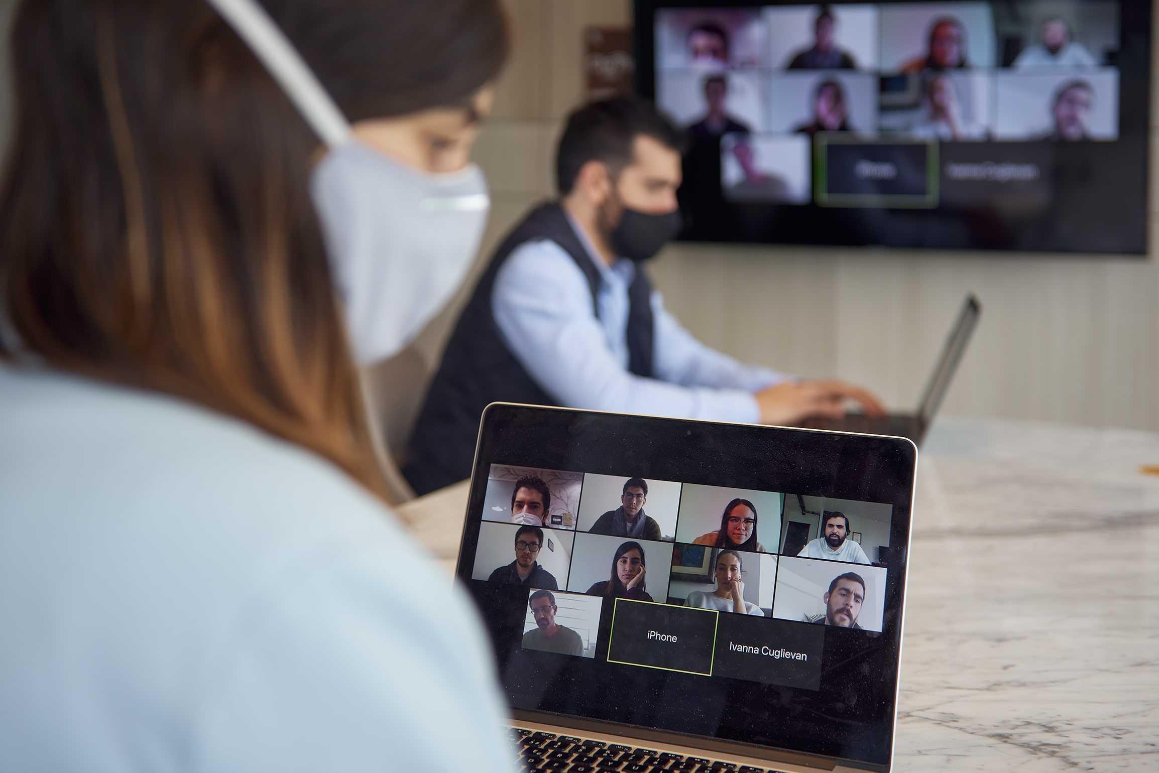 videollamada grupal con personas de distintas localidades