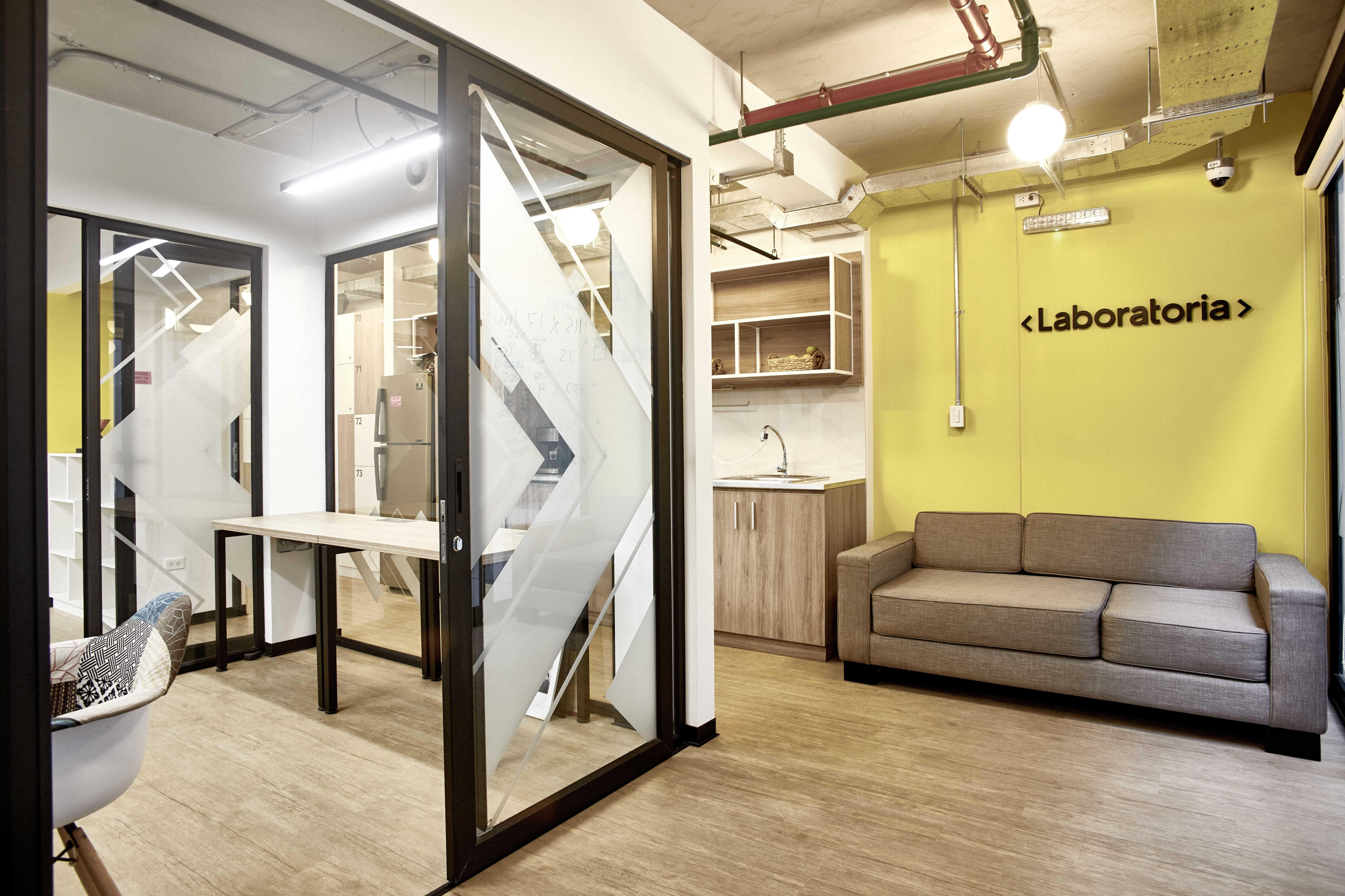oficinas de laboratoria en comunal