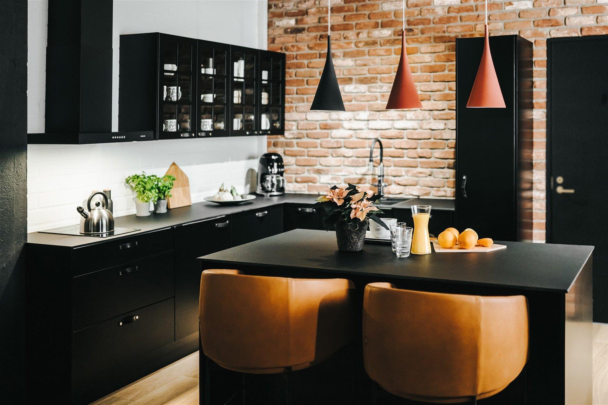 IDEAAn toimistossa on tyylikäs AINA-keittiö.