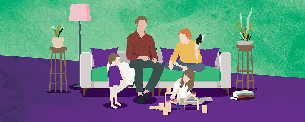 Lapsiperhe olohuoneessa, kuvituskuva.