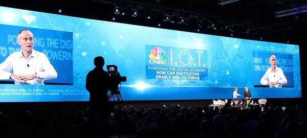 Utilizar pantallas LED gigantes en eventos de gran escala