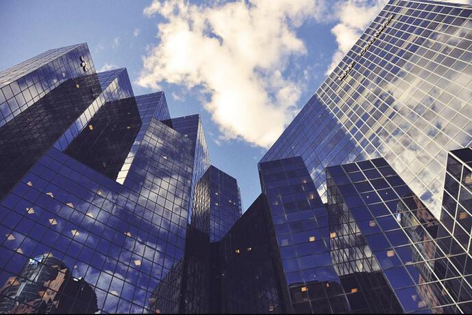 How can neobanks differentiate themselves?
