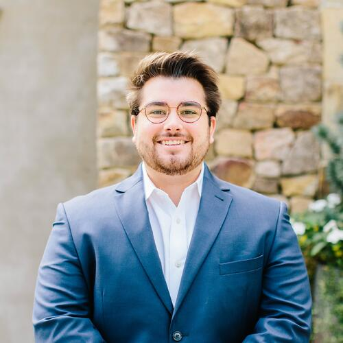 Headshot of Ross Thompson, Operations Associate at at OneAscent