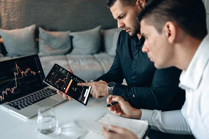 2 men working on a tablet device (picture for When are AVD and Citrix better together? blog)