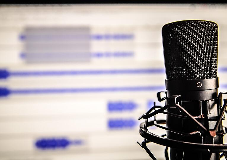 5 Highly Entertaining Podcasts from Restaurant Insiders