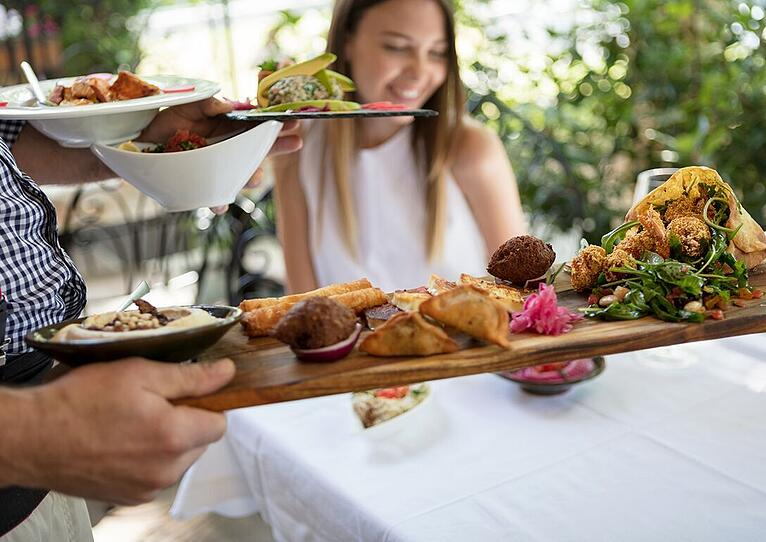 6 Ways to Work Smarter and Earn More as a Restaurant Server