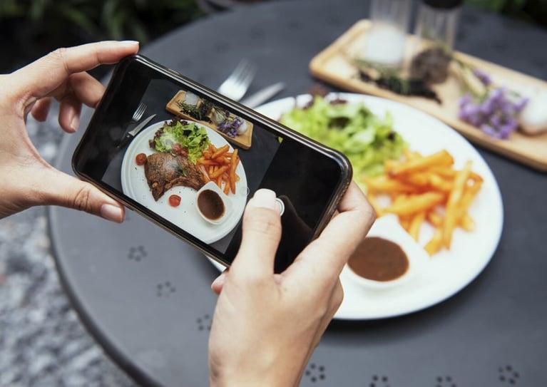 The Complete Guide for Restaurant Social Media Marketing