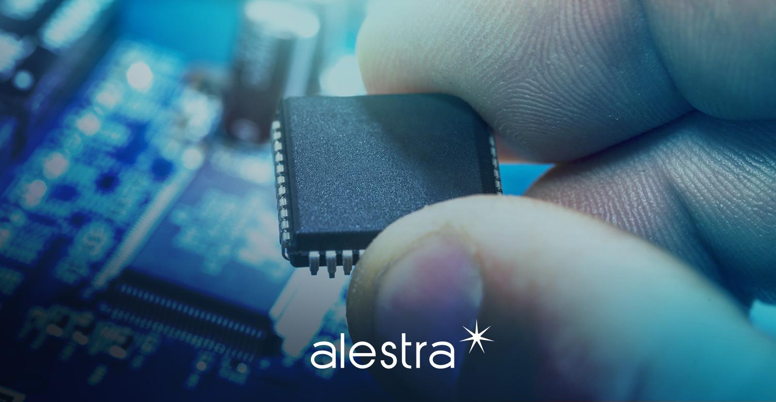 Mano mostrando micro chip ejemplo crucial de la tecnología exponencial
