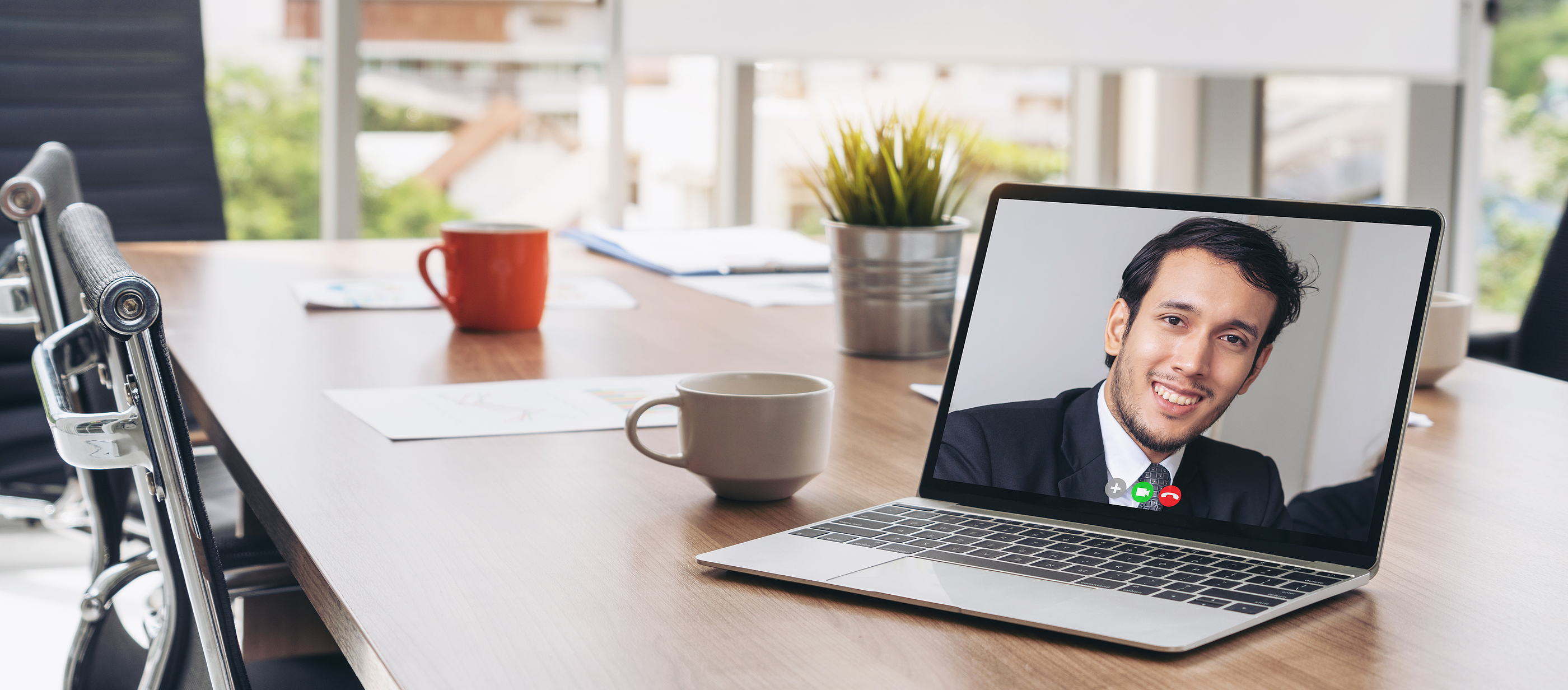 Manufacturers and engineers in a virtual meeting