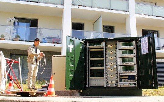 Relié au NRO, le PMZ est installé dans chaque quartier pour diffuser la fibre optique.