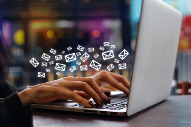https://f.hubspotusercontent20.net/hubfs/4521677/greyphin-email-marketing-examples-types-of-marketing-emails.png