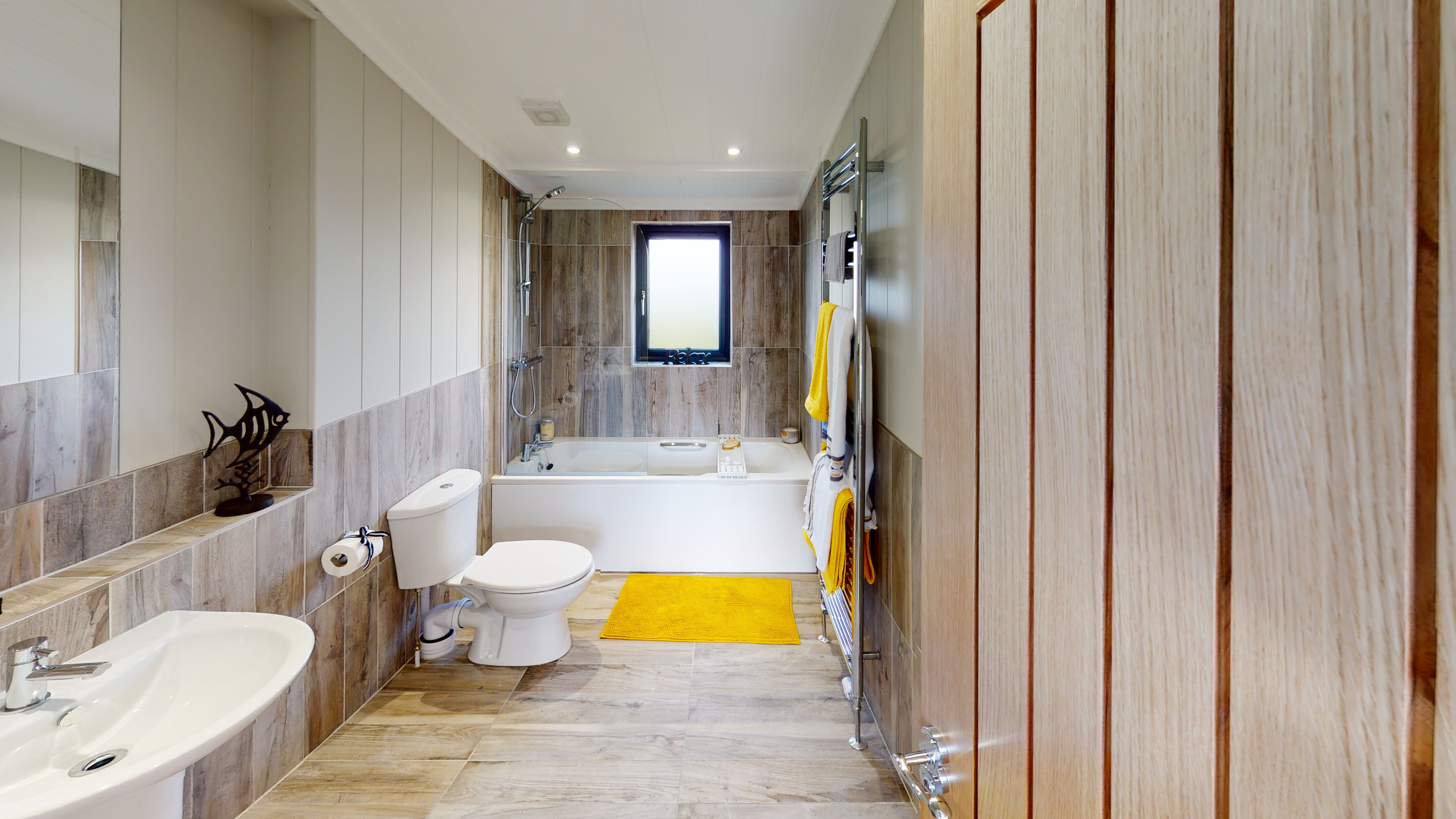 Havana-Mono-Pitch-Centre-Lounge-The-Poplars-Bathroom