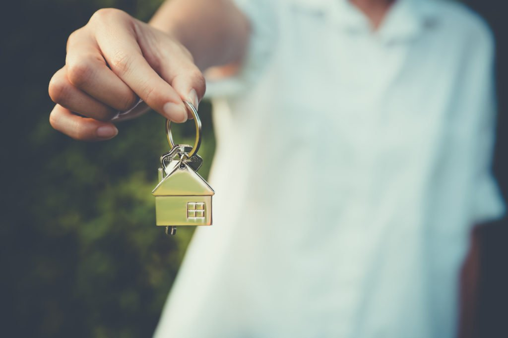 Read what it can take to finance flipping a house and what it can cost. Sign up now for a loan rate!